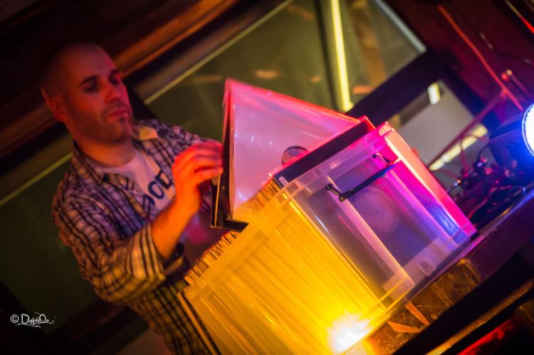 Soirée Soul Musique en disques vinyls, ambiance cocktail / Crédit Photo : Delp Oz