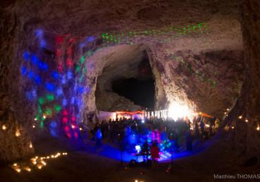 Anniversaire d'un spéléologue dans une grotte / Crédit Photo : Matthieu Thomas